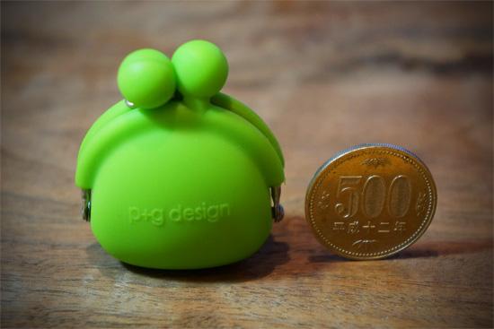グリーンのコインパースと500円玉