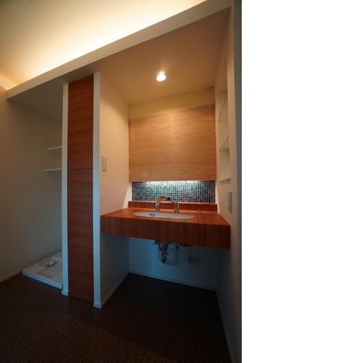 洗面室の間接照明とモザイクタイル