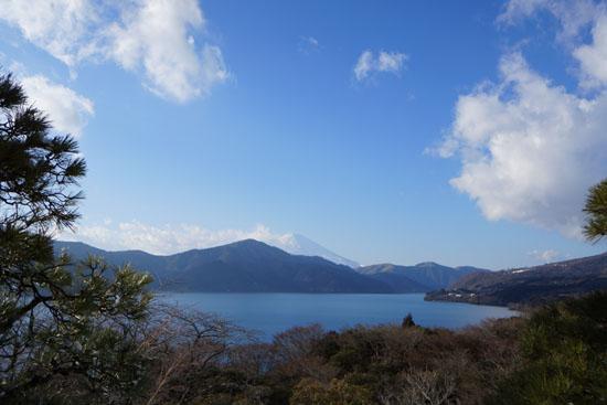 箱根恩賜公園の展望台から見た富士山と芦ノ湖