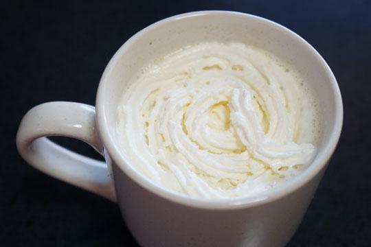 ホイップクリームを浮かべたウィンナーコーヒー