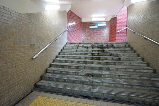 改修工事された地下道の画像