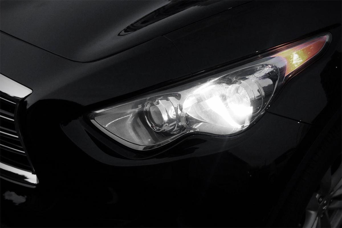 2012年式INFINITI FX35のヘッドライトとスモールランプ
