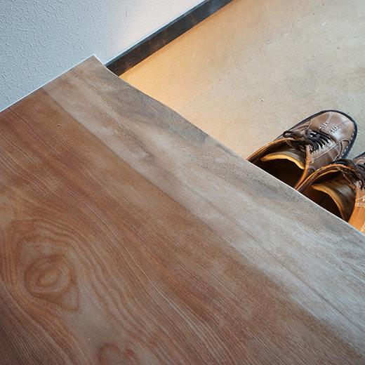 玄関式台に間接照明を入れた画像