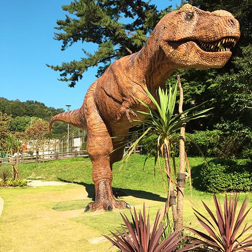 ティラノサウルスの像