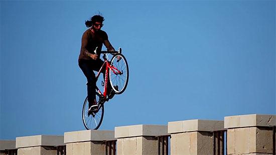 ロードバイクのバイクトライアルの画像