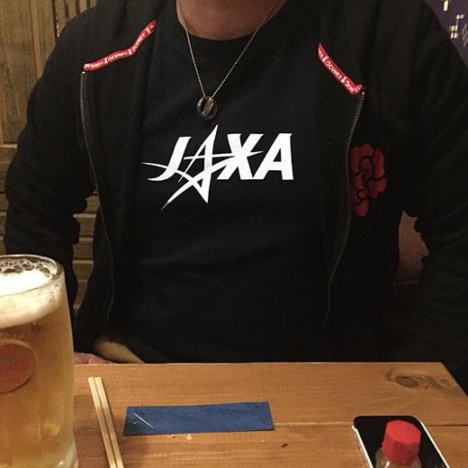 JAXAのロゴ入りTシャツの画像