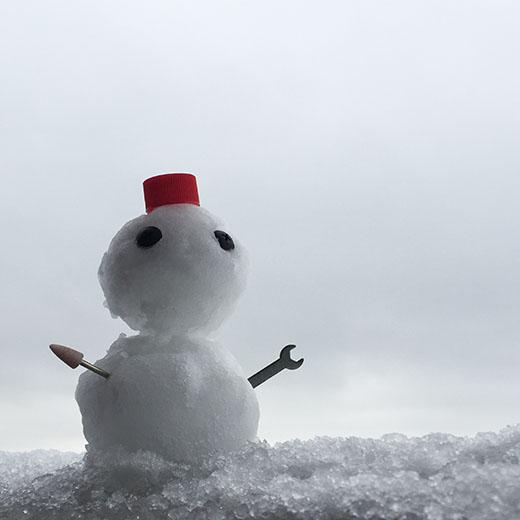 鼻を付け忘れた雪だるまの画像