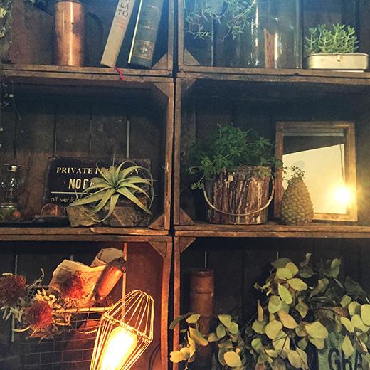 アンティーク雑貨店のような室内の写真