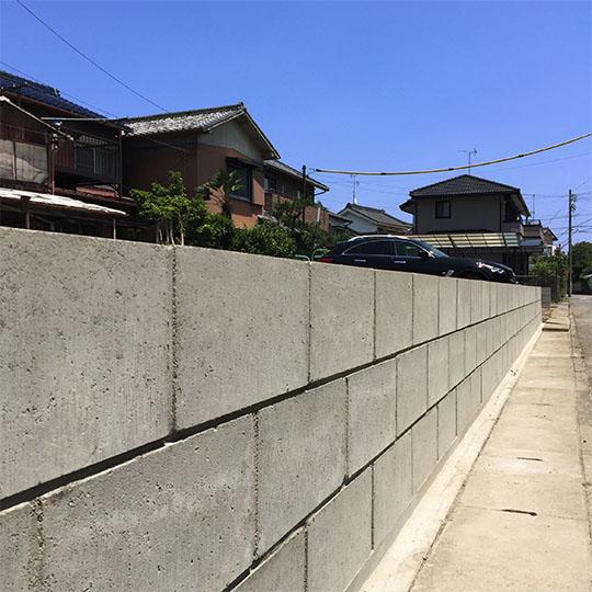 馬目地で積まれたコンクリートブロック塀