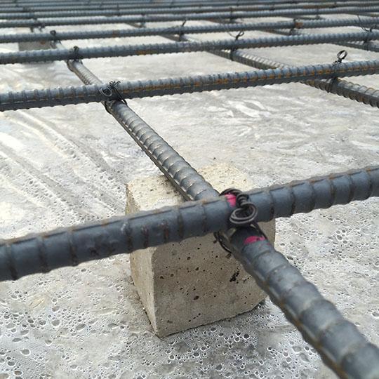 コンクリート製のスペーサー