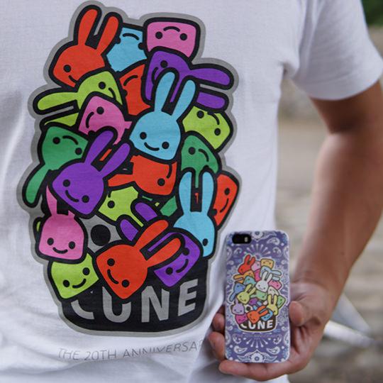 CUNEのTシャツとスマホカバーの写真