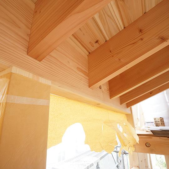 化粧垂木と化粧梁の写真