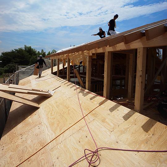 屋根合板の施工