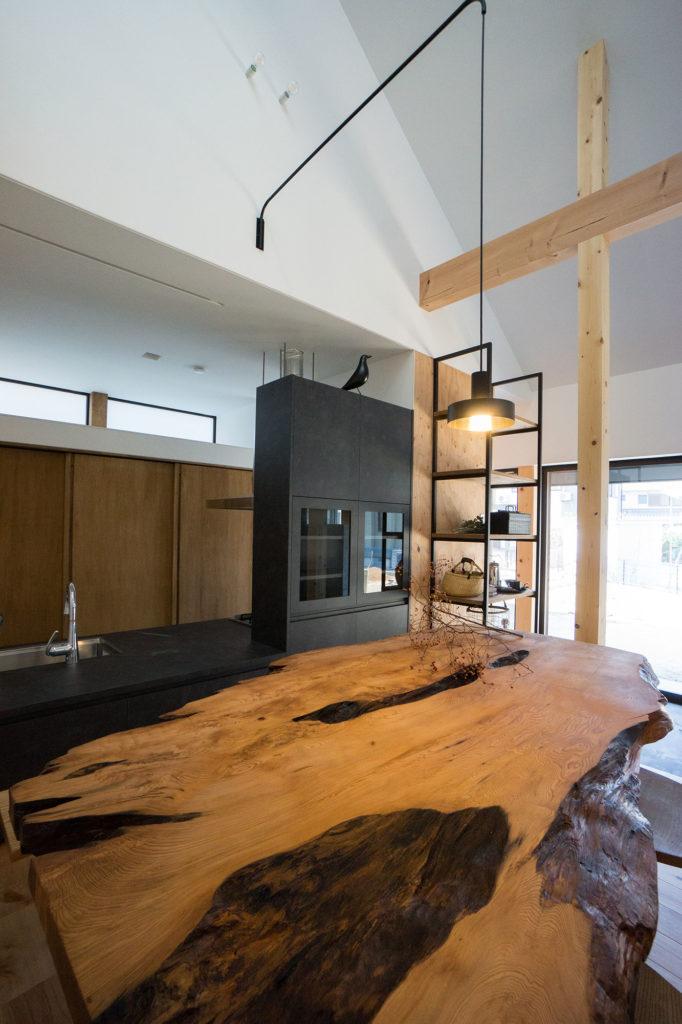 屋久杉の造作ダイニングテーブルの写真
